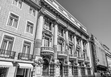 Здание банка в Лиссабоне - Банко Totta Acores - ЛИССАБОНЕ/ПОРТУГАЛИИ - 15-ое июня 2017 стоковая фотография rf