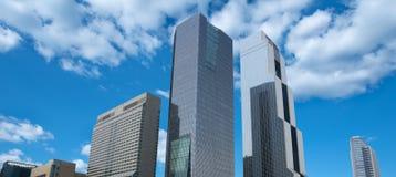 Здание в городской предпосылке города голубого неба Стоковое Изображение
