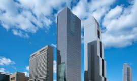 Здание в городской предпосылке города голубого неба Стоковые Фото