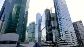 Здание города Москвы, moving камера 5-ого мая 2018 в Москве, России сток-видео