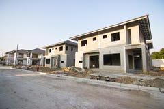 Здание и строительная площадка нового дома стоковое фото rf
