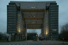 Здание Кембриджа с 3 мостами на различных уровнях стоковые фотографии rf