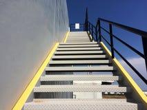 здание кирпича вниз избегает лестницы ведущего металла пожара самомоднейшие Стоковое Фото