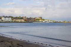 Здание клуба BallyholmeYacht на заливе Ballyholme в Бангоре стоковые изображения rf