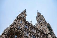 Здание муниципалитет Neues Rathaus Мюнхена новый принятое во время холодного после полудня зимы Стоковое фото RF
