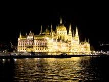 Здание на ноче, Дунай парламента Будапешта, Венгрия Стоковое Изображение