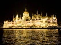 Здание на ноче, Дунай парламента Будапешта, Венгрия Стоковое Изображение RF