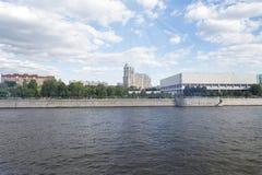 Здание около портового района река moscow Стоковая Фотография RF