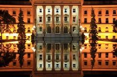 здание отразило Стоковое Изображение