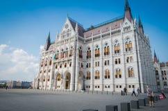 Здание парламента Будапешта венгерское с голубым небом стоковые фото
