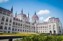 Здание парламента Будапешта венгерское с голубым небом Стоковые Изображения