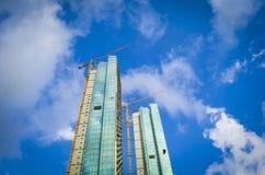 Здание под конструкцией Большая строительная площадка в Стамбуле с солнечным светом стоковое изображение
