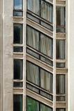 Здание предпосылки конструкции с раскосными окнами stairw Стоковое Изображение RF