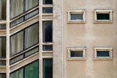 Здание предпосылки onstruction ¡ Ð с раскосными окнами лестницы Стоковое Изображение
