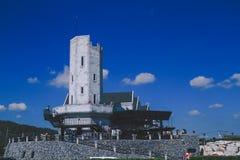 Здание режет с цветами неба Стоковое Изображение RF