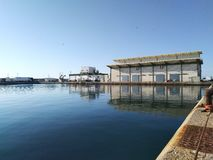 Здание рынка аукциона рыб на рыбном порте Garrucha стоковые изображения rf