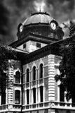 Здание суда Колумбуса Техаса с часами и куполом металла стоковые изображения