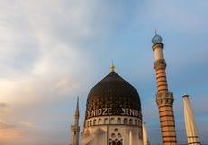 Здание фабрики сигареты Yenidze бывшее в Дрездене стоковые изображения