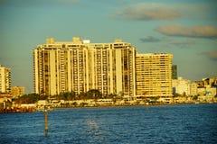 Здание фронта воды пляжа Майами южное Стоковая Фотография
