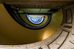 Здание Arrott - наполовину круговая спиральная мраморная лестница - городское Питтсбург, Пенсильвания Стоковое Изображение