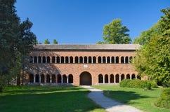 Здание Ragione della Palazzo рядом с монастырем аббатства Pomposa Стоковое фото RF