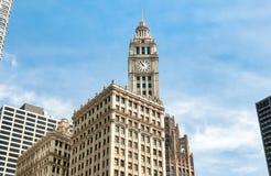 Здание Wrigley, небоскреб расположенный сразу через бульвар Мичигана в Чикаго, США Стоковая Фотография RF