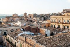 Зданий города Noto взгляд барочных сицилийских старых панорамный, Сицилия, Италия Стоковое фото RF