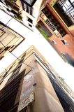 Здания в готическом квартале в Барселоне, Испании стоковые фото
