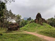 Здания древнего храма во Вьетнаме стоковое фото
