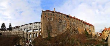 Здания замка средневекового cit Cesky Krumlov стоковые фотографии rf