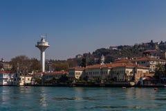 Здания и башня на Bosphorus, Турция стоковые изображения rf