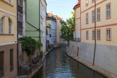 Здания и канал в Праге Стоковые Изображения RF
