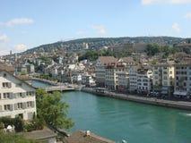 Здания и канал в Bern, Швейцарии стоковые фотографии rf