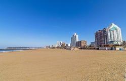 Здания на пляже стоковые изображения