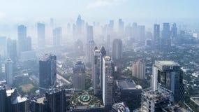 Здания небоскреба на Джакарте в туманном утре Стоковая Фотография