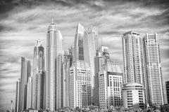 Здания небоскреба на солнечный день на предпосылке голубого неба Дело, коммерция, финансы Архитектура, структура, дизайн стоковое фото rf