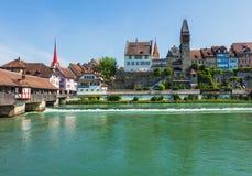 Здания швейцарского городка Bremgarten вдоль реки Reuss Стоковые Изображения RF
