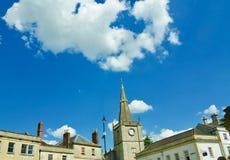 Здания Chippenham и большое небо стоковая фотография rf