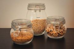 Здоровая еда в стеклянных опарниках стоковая фотография rf