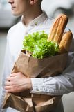 Здоровая еда для человека Пешеход покупок Стоковые Фотографии RF