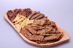 Здоровая еда на деревянной плите - другом угле стоковая фотография