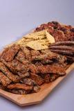 Здоровая еда на деревянной плите - угле стоковые фото
