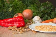 Здоровая еда - здоровая еда на таблице - на деревянной предпосылке Стоковые Фотографии RF