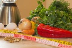 Здоровая еда - здоровая еда на таблице - на деревянной предпосылке Стоковое Фото