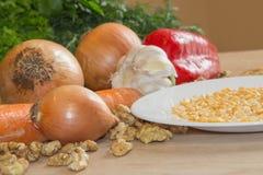 Здоровая еда - здоровая еда на таблице - на деревянной предпосылке Стоковые Изображения RF
