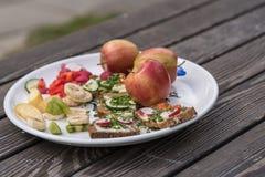 Здоровая еда - очень вкусный хлеб закуски стоковая фотография