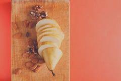 Здоровая еда, предпосылка плодоовощ, отрезала грушу Стоковое Изображение RF