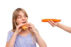 Здоровая еда против гамбургера Стоковая Фотография