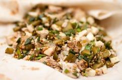 Здоровая закуска сделанная из сыра, кипеть цыпленка, замаринованного огурца Стоковые Фотографии RF