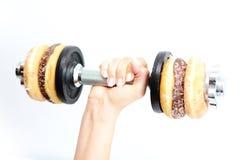 Здоровая концепция образа жизни предложенная donuts поднятия тяжестей Стоковое Фото